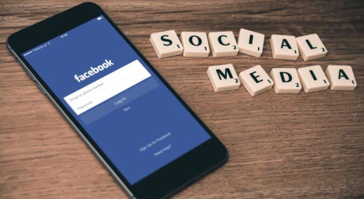 falsi account su facebook